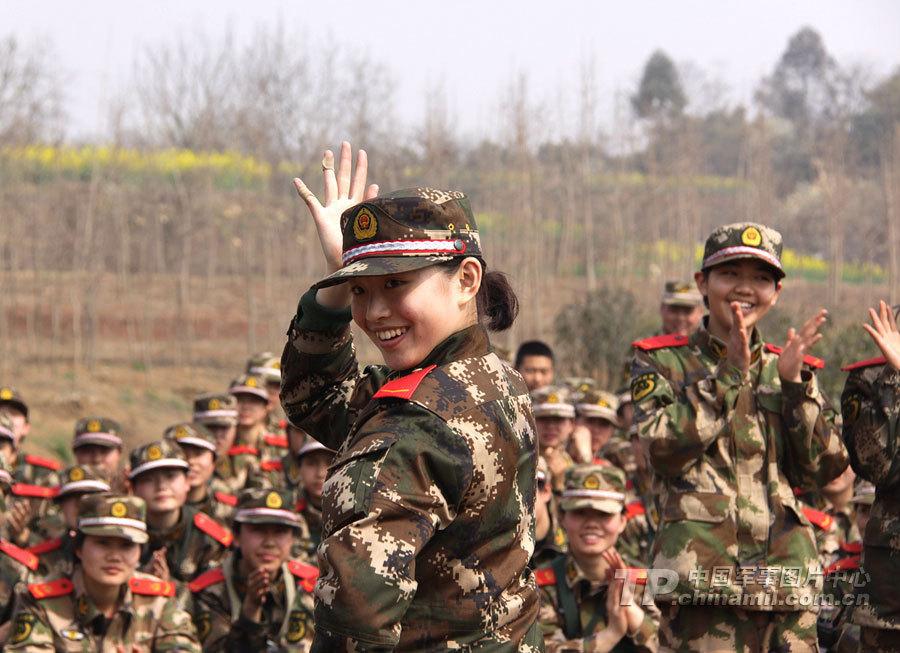 为有效检验新兵前期教育训练成果,锤炼部队战斗作风、培养新兵艰图片
