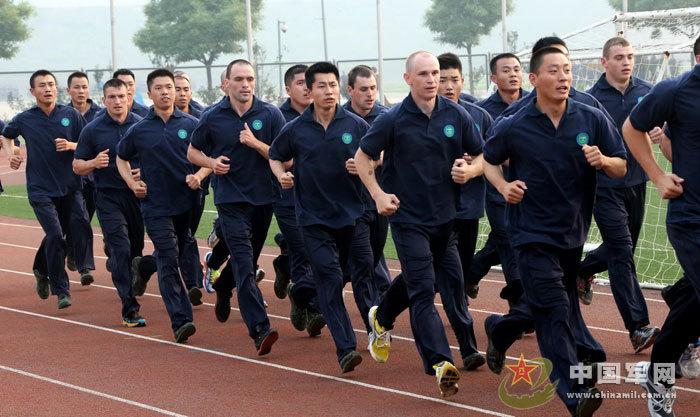 """中国武警与俄罗斯内卫部队""""合作-2013""""联合训练在武警特警学院图片"""