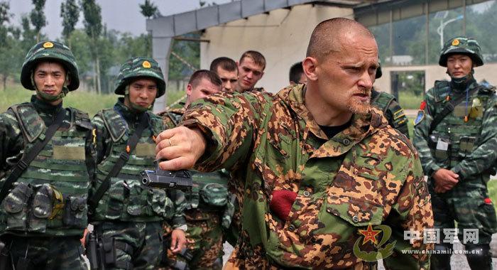"""6月13日,中国武警与俄罗斯内卫部队""""合作-2013""""联合训练在武警特图片"""