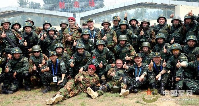 """6月13日,中国武警与俄罗斯内卫部队""""合作-2013""""联合训练在武警图片"""