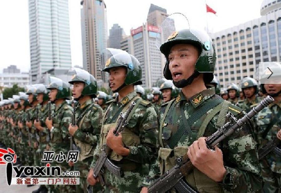 新疆武警举行反恐维稳誓师会 大批重装备出动图片