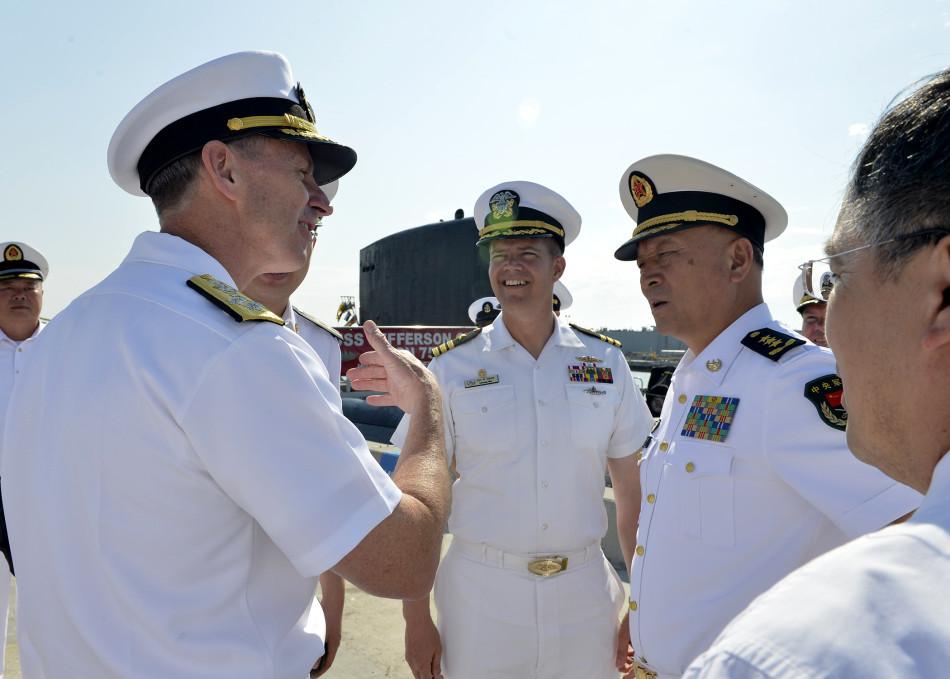 海军司令吴胜利准备参观杰斐逊城号核潜艇