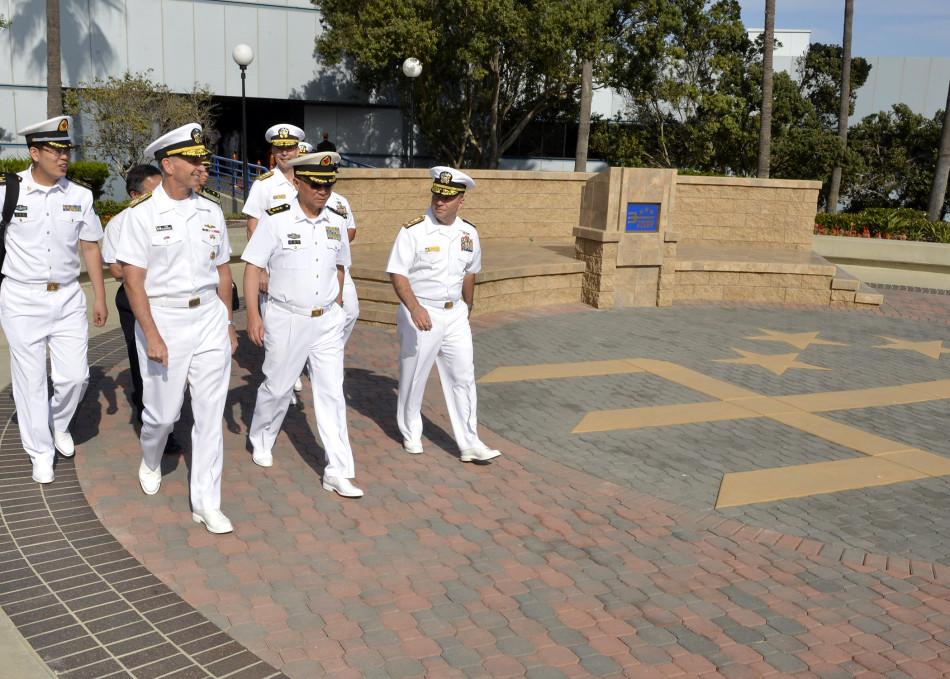 9月9日,海军司令吴胜利访问美军圣迭戈基地
