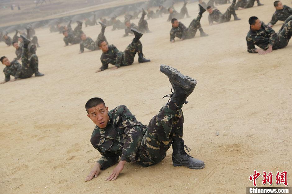 济南军区特种兵苦练杀敌战技