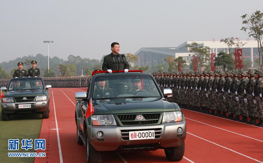习近平视察国防科学技术大学 在校内阅兵