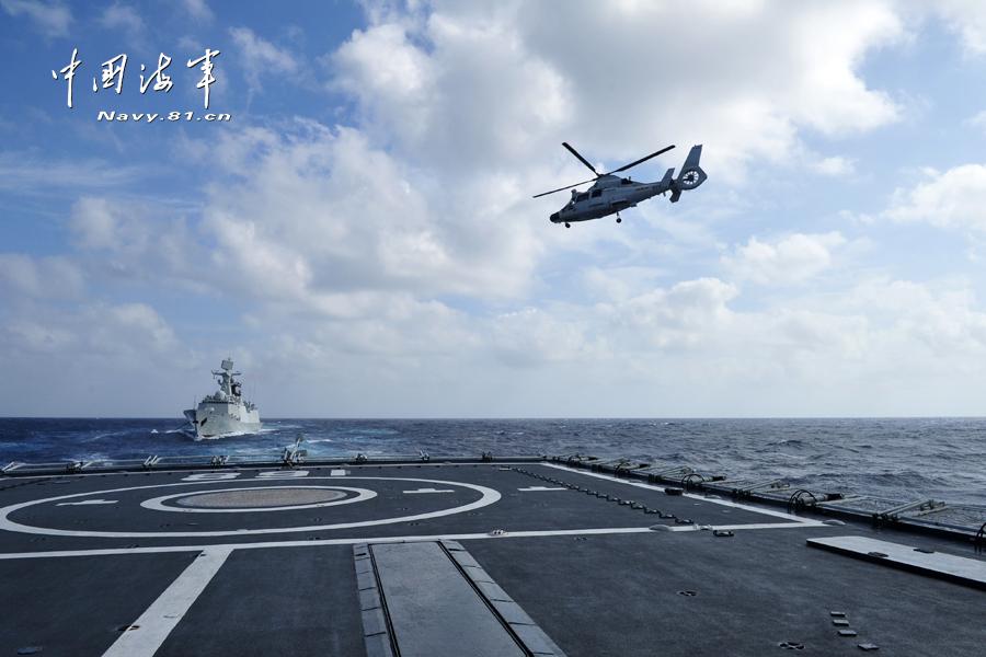 168舰上舰载机升空