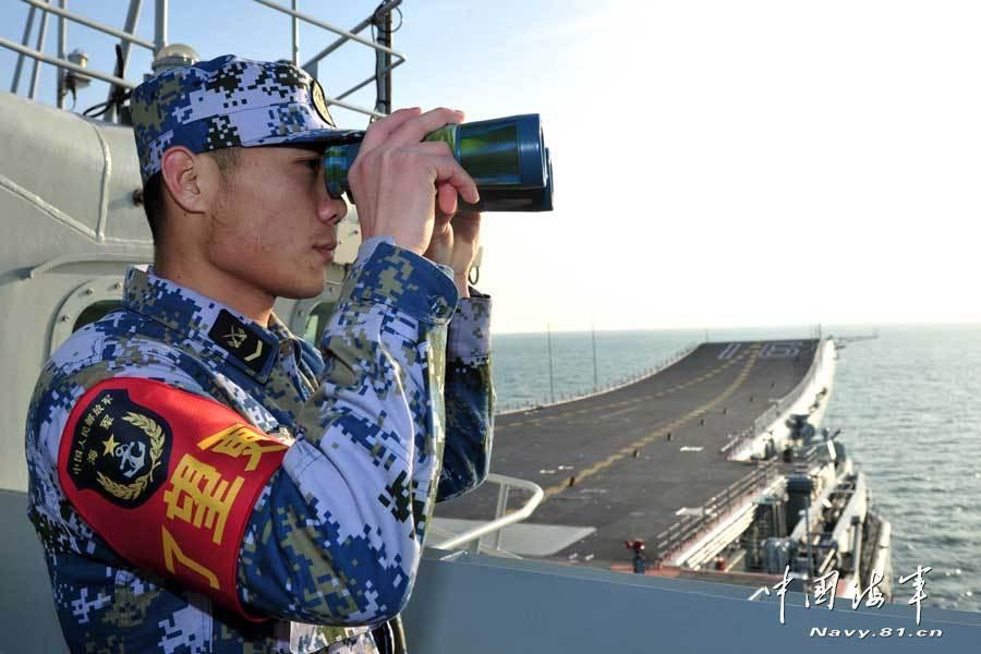 Китайские ВМС авианосец боевые группы в Ляонин корабль, плывущий в Южно-Китайском море Выстрелов