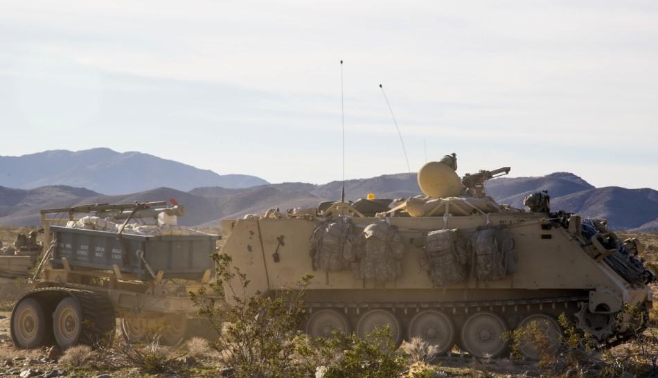 组图:美国陆军最精锐部队第一骑兵师坦克大练进攻作战