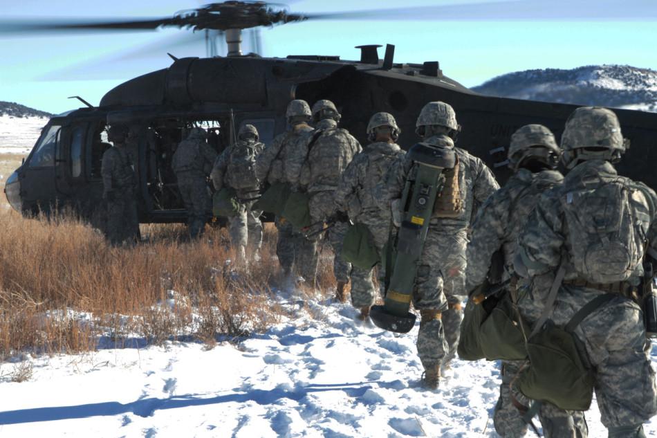 """美军小分队乘机深入""""敌后""""凶猛火力伏击车队"""