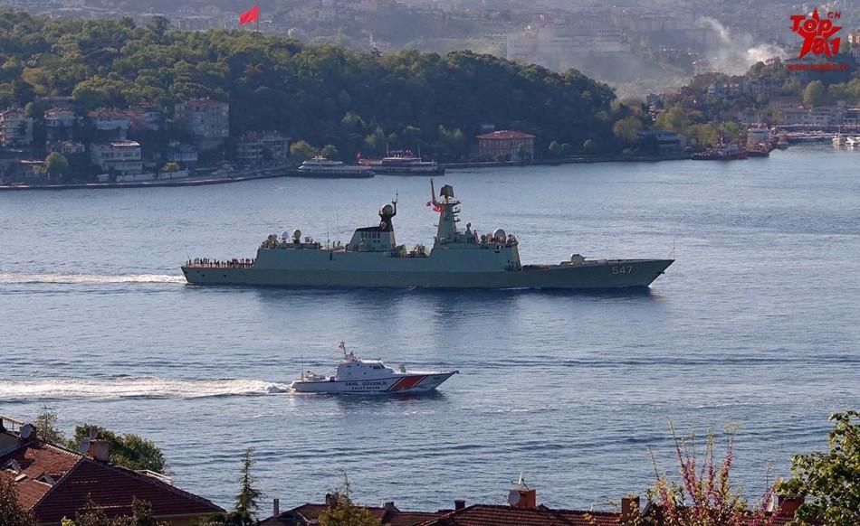 中国海军战舰编队通过博斯普鲁斯海峡进入黑海