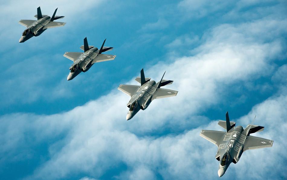 三型F-35战机编队齐飞