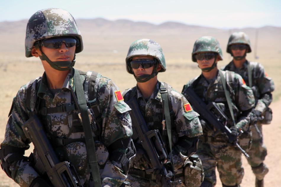 解放军首次参加蒙古多国维和军演 单兵装备精良