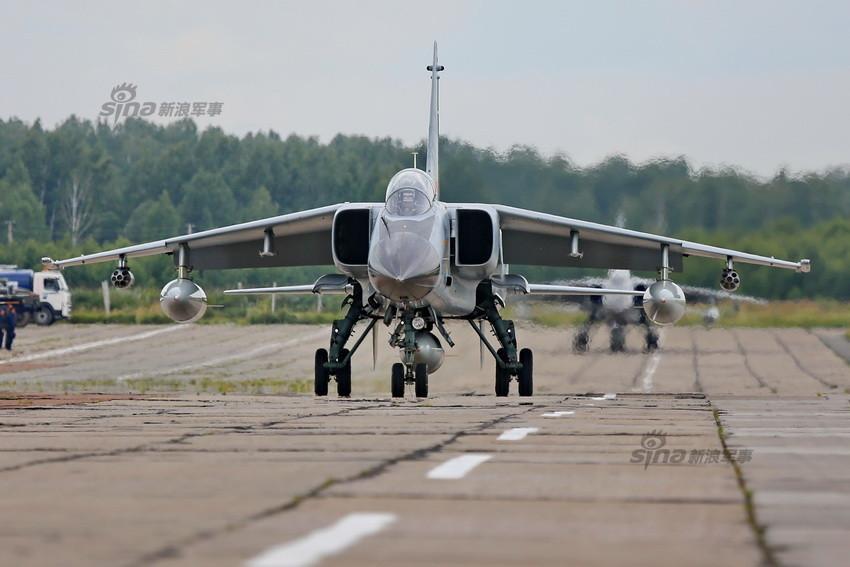 解放军赴俄参赛飞豹战机已抵达俄罗斯