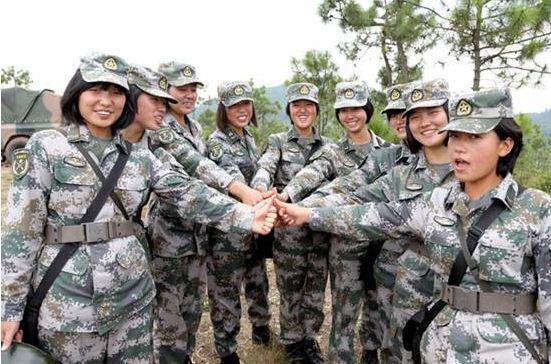 红妆更爱戎装 解放军女兵训练太拼了