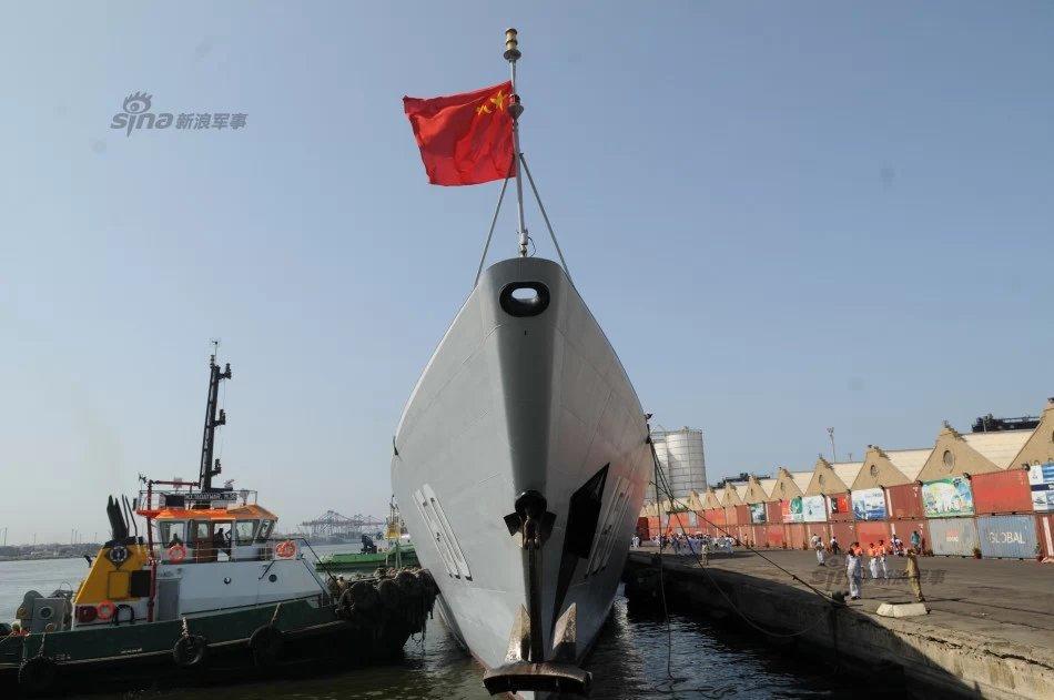 八一军旗高高飘扬 解放军海军战舰喜迎建军节图片