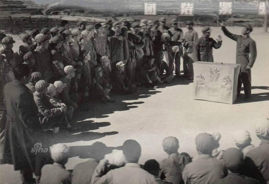 """纪六七十年代的中国人民解放军,身着经典65式军服.""""一颗红星"""