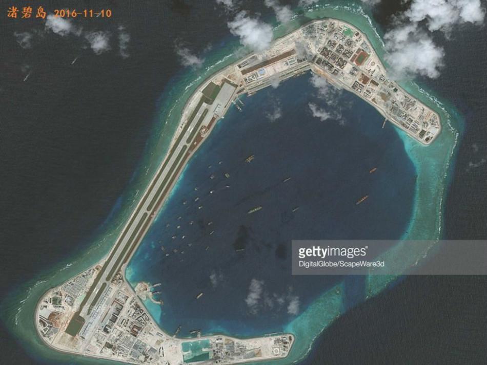 中国南海岛礁最新图:机库已完工 可进驻歼-11