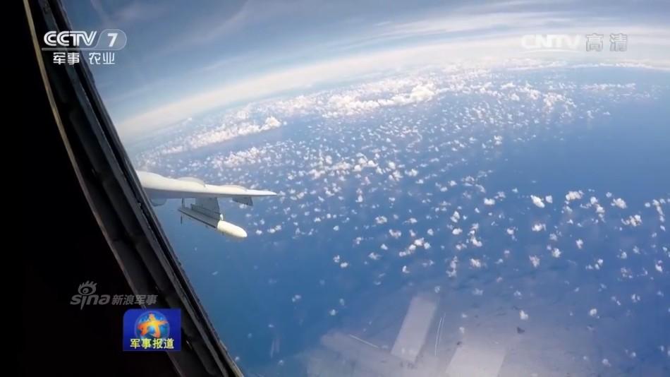 型战机同时飞越巴士海峡宫古海峡,达成了既定训练目的.-夹击台湾