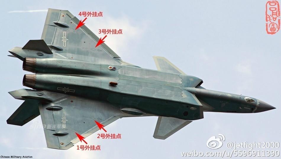 目前已知歼20的内部弹仓,只能够放下霹雳12或者霹雳15中距空空导弹,以图片