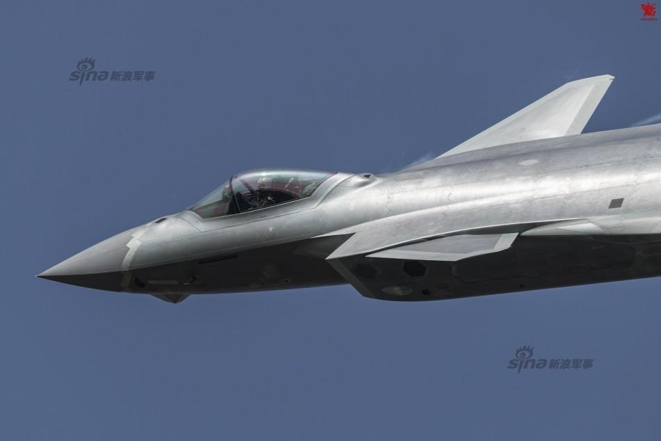 多样涂装大有深意 中国歼20战机量产追赶F35