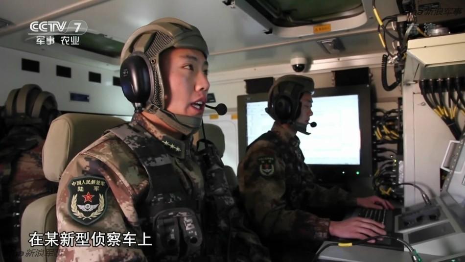 解放军新装甲指挥车内部曝光!