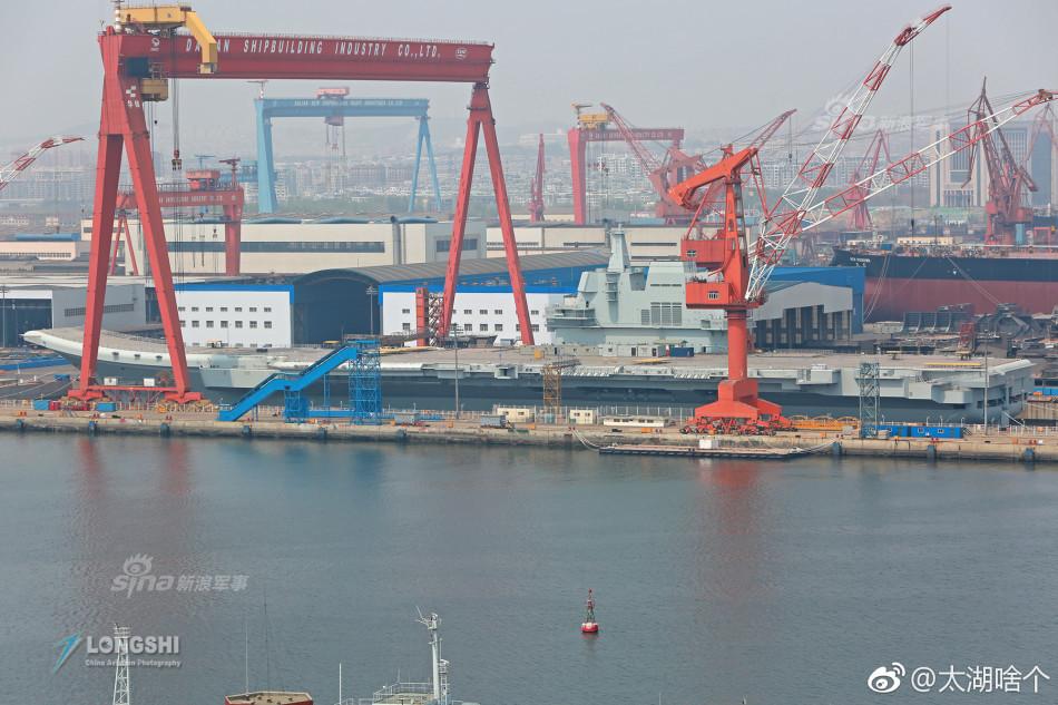 中国在建新型航母所在船坞完成注水动作,这是给中国海军最好的生
