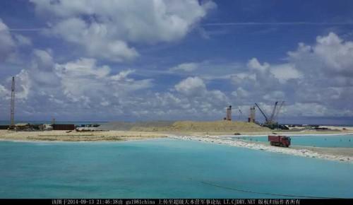 中国在南海多个岛礁进行的大规模填海工程,引发多国关注.