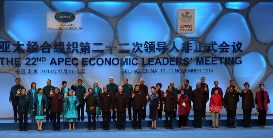 2014 APEC峰会 各国领导人穿新中装拍全家福图片