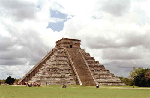 那儿的金字塔有9层,是仅次于埃及的大型金字塔
