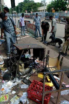 印度称国际国内恐怖分子联手制造爆炸(图)