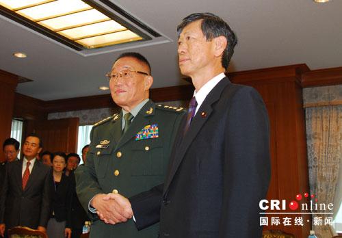 国防部长曹刚川与日本防卫大臣举行会谈