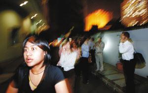 印尼强震引发小海啸3米大浪涌进巴东市区