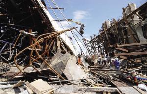 越南在建大桥坍塌52人丧生