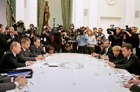 萨科齐访俄同普京谈伊朗核问题(组图)