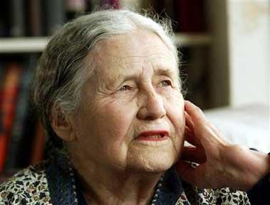 英国作家多丽丝-莱辛获2007年诺贝尔文学奖