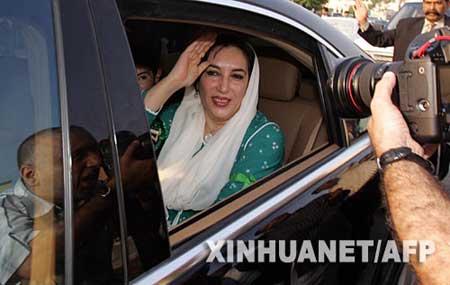 巴基斯坦前女总理贝-布托回国(组图)