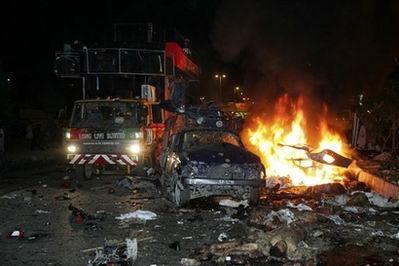 巴基斯坦爆炸近四百人死伤贝-布托无恙