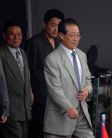 图文:朝鲜代表团抵达北京