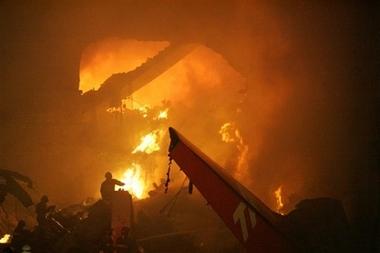 国际新闻 巴西客机坠毁专题 正文  点击观看本新闻视频   中新网7月18