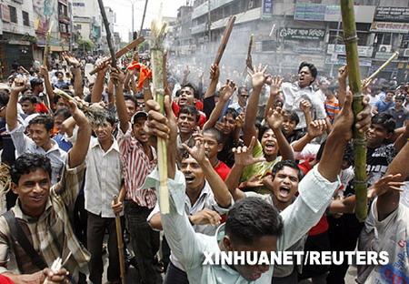 孟加拉国驻军殴打学生引发骚乱 6城市实施宵禁