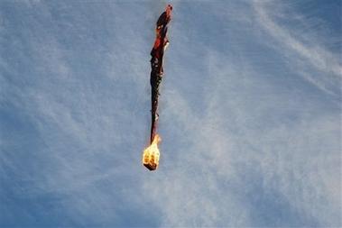 加拿大载人热气球起火乘客2死11伤(组图)