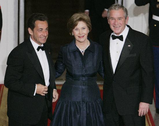 图文:法国总统萨科齐抵达美国进行访问(1)