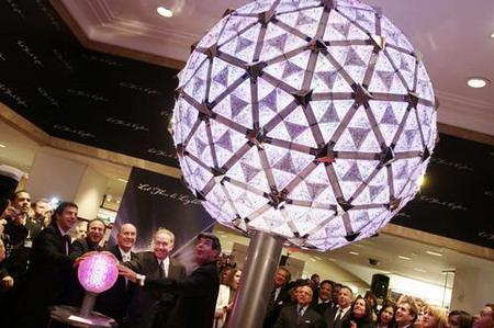 美国纽约时代广场新年球提前亮相