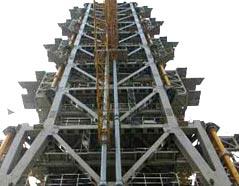 西昌卫星发射中心的两大发射塔架