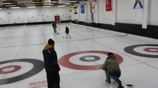 加拿大剑桥国际中学中国分校(北京山谷学校)的冰壶课