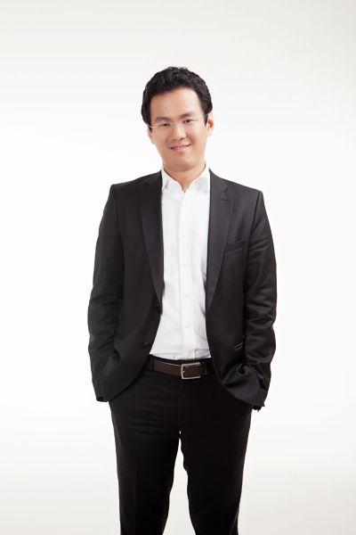 牛津英�y�fy�d_贺欣浩:玩商业创意的电影导演