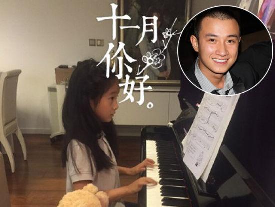 文章晒女儿弹钢琴美照