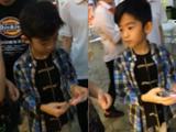 视频:张柏芝帅儿捧甜