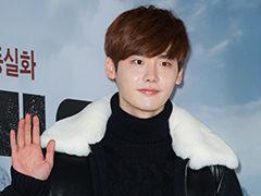 李钟硕签约YG娱乐
