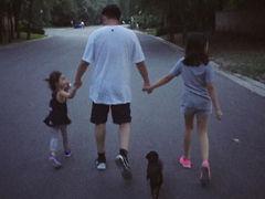 黄磊孙莉与俩女儿日常